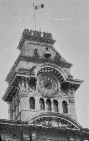 """IIB-S-091847-482B - First World War: the tricolor flag lifted on the tower of the Trieste City Hall at 14.05 on October 30. Photography taken from the magazine """"L' Illustrazione italiana"""" of November 24, 1918, no. 47, page 482B - Date of photography: 30/10/1918 - Library of Fratelli Alinari Museum of the History of Photography, Florence"""