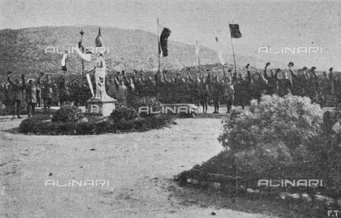 """IIB-S-091847-485E - Special Events patriotic in Italy: Polish soldiers, prisoners in a field of Asinara in Sardinia, pay homage to their flag together with the prisoners of other nationalities. Photography taken from the magazine """"L' Illustrazione italiana"""" of November 24, 1918, no. 47, page 485E - Date of photography: 03-23/11/1918 - Library of Fratelli Alinari Museum of the History of Photography, Florence"""