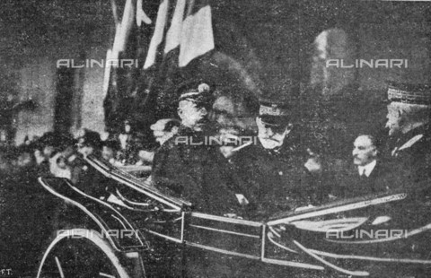 """IIB-S-091847-485G - Special Events patriotic in Italy: """"the hereditary Prince of Japan, Fushimi, received at the station by the Duke of Genoa"""", Tommaso Alberto Vittorio of Savoy-Genova, Lieutenant General of the Kingdom from 1915 to 1919. Photography taken from the magazine """"L' Illustrazione italiana"""" of November 24, 1918, no. 47, page 485G - Date of photography: 10/1918-11/1918 - Library of Fratelli Alinari Museum of the History of Photography, Florence"""