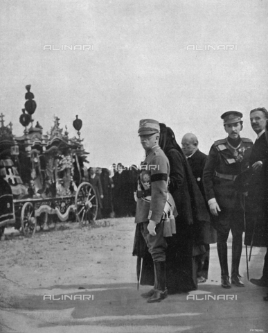 IIB-S-092111-0289 - Victor Emanuel III of Savoy, presides over the funeral of the King of Montenegro, Nicholas I, in San Remo. To the right of the sovreign, one can partially see Queen Milena and behind her, the Princes Pietro and Danilo. - Date of photography: 03/1921 - Library of Fratelli Alinari Museum of the History of Photography, Florence