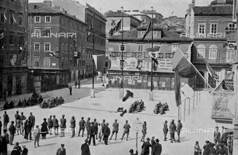 IIB-S-092119-0557 - Fascist troops barricade the streets leading to Piazza Dante in the city of Fiume, after the occupation of the town-hall - Date of photography: 24-28/04/1921 - Library of Fratelli Alinari Museum of the History of Photography, Florence