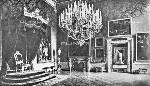 """IIB-S-092226-738D - The Pitti Palace Throne Room where they were exhibited paintings by Guercino and Guido Reni for the exhibition of Italian painting of the seventeenth and eighteenth centuries. Photograph taken from the magazine """"L 'Illustrazione italiana"""" of 25 June 1922, n. 26, page 738 - Date of photography: 1922 - Library of Fratelli Alinari Museum of the History of Photography, Florence"""