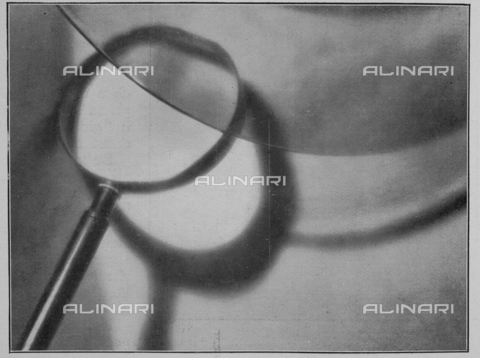 "IIB-S-093308-0280 - The First International Biennial of Photographic Art in Rome- ""Riflessi"": Essay photography Futurist, photography by Giulio Parisio taken from the magazine ""L'Illustration Italian"" of 19 february 1933, page 280 - Data dello scatto: 1933 - Archivi Alinari, Firenze"