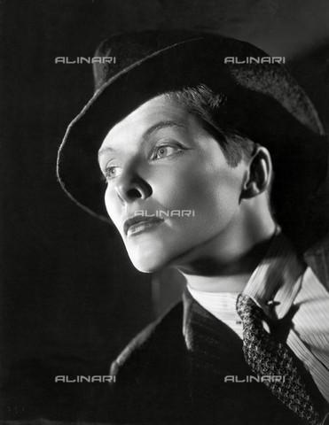 IMA-F-257032-0000 - Katharine Hepburn in 'Il diavolo è femmina' ('Sylvia Scarlett') di George Cukor, 1935 - Data dello scatto: 1935 - Schostal Archiv / Imagno/Archivi Alinari