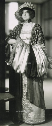 IMA-F-466178-0000 - Emilie Floge, companion of the painter Gustav Klimt, in the fashion store House of Little Sisters Floge - Data dello scatto: 05/11/1910 - Austrian Archives / Imagno/Alinari Archives