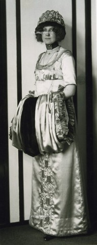 IMA-F-466179-0000 - Emilie Floge, companion of the painter Gustav Klimt, in the fashion store House of Little Sisters Floge - Data dello scatto: 05/11/1910 - Austrian Archives / Imagno/Alinari Archives