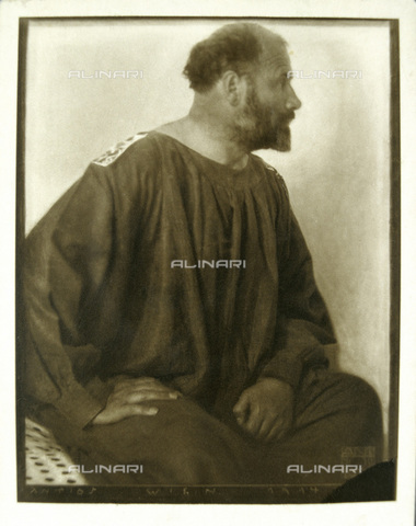 IMA-F-621846-0000 - Portrait of the painter Gustav Klimt profile (1862-1918) - Data dello scatto: 1914 - Austrian Archives / Imagno/Alinari Archives