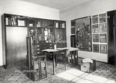 IMA-F-621912-0000 - Antechamber of the studio of the painter Gustav Klimt (1862-1918) in Vienna's eighth district, in Feldmuehlgasse n. 11. This study was used by the painter from 1941 until his death in 1918 - Data dello scatto: 1918 - Austrian Archives / Imagno/Alinari Archives