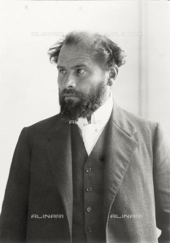 IMA-F-621966-0000 - Portrait of the painter Gustav Klimt (1862-1918) - Data dello scatto: 08/07/1909 - Austrian Archives / Imagno/Alinari Archives