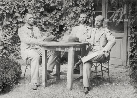 IMA-F-621969-0000 - Gustav Klimt (1862-1918) (center) with Hermann August and a friend, Vienna - Data dello scatto: 1892 - Austrian Archives / Imagno/Alinari Archives