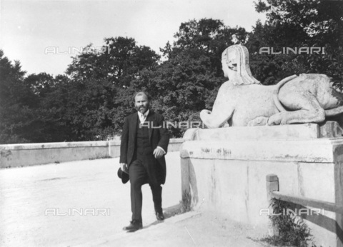 IMA-F-622194-0000 - The painter Gustav Klimt (1862-1918) at Schonbrunn, Vienna - Data dello scatto: 1914 - Austrian National Library / Imagno/Alinari Archives