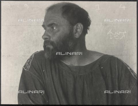 IMA-F-622196-0000 - Portrait of the painter Gustav Klimt profile (1862-1918) - Data dello scatto: 1914 - Austrian National Library / Imagno/Alinari Archives