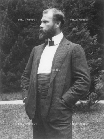 IMA-F-622198-0000 - The painter Gustav Klimt (1862-1918) at Unterach am Attersee - Data dello scatto: 1904 - Austrian National Library / Imagno/Alinari Archives