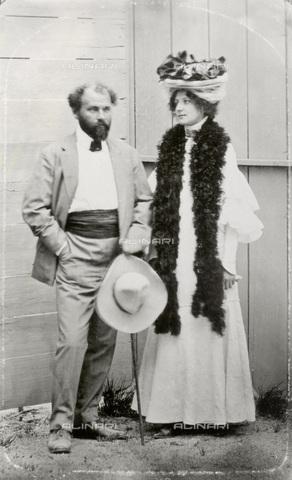 IMA-F-622544-0000 - Gustav Klimt (1862-1918) and Emilie Flöge - Data dello scatto: 1899-1905 - Austrian Archives / Imagno/Alinari Archives