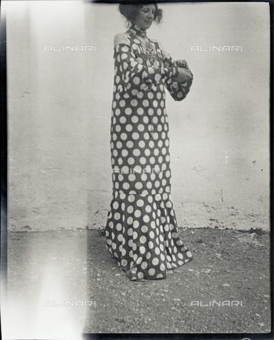 IMA-F-622896-0000 - Emilie Flöge, companion of Gustav Klimt (1862-1918), in a dress of reform (Reforming Fashion); photograph of the artist - Data dello scatto: 1906 - Austrian Archives / Imagno/Alinari Archives