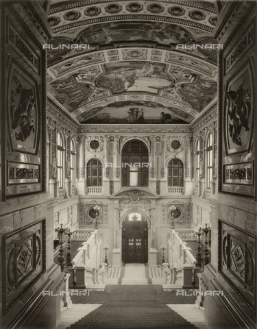 IMA-F-623139-0000 - Staircase of the Burgtheater in Vienna with paintings by Gustav Klimt (1862-1918) - Austrian Archives / Imagno/Alinari Archives
