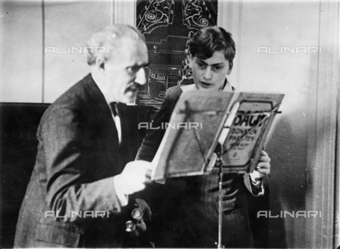 IMA-F-623527-0000 - The conductor Arturo Toscanini (1867-1957) with the young violinist Yehudi Menuhin aboard the Ile de France ship during the return trip from America to Europe - Data dello scatto: 21/05/1932 - Austrian Archives / Imagno/Alinari Archives