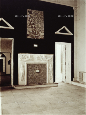 IMA-F-624103-0000 - Ceremonial hall of the Austrian House to Werkbundausstellung (Show of the Federation of Labour) in Cologne. Above the fireplace painting by Gustav Klimt (1862-1918) for the Die Erwartung or Die Tänzerin by Stoclet - Data dello scatto: 1914 - Austrian Archives / Imagno/Alinari Archives