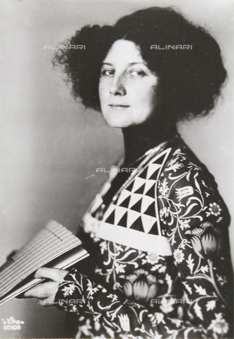 IMA-F-633146-0000 - Emilie Flöge, companion of Gustav Klimt (1862-1918), in a dress of reform (Reforming Fashion) - Data dello scatto: 1910 ca. - Austrian Archives / Imagno/Alinari Archives