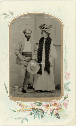 IMA-F-655806-0000 - The painter Gustav Klimt (1862-1918) with his partner Emilie Flöge - Data dello scatto: 1899-1905 - Austrian Archives / Imagno/Alinari Archives
