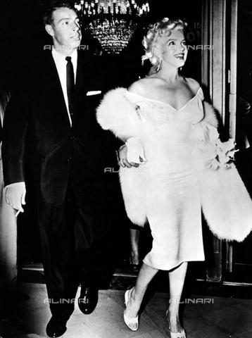 INT-F-049166-0000 - Marilyn Monroe assieme al secondo marito Joe Di Maggio - Data dello scatto: 1950-1959 - Interfoto/Archivi Alinari