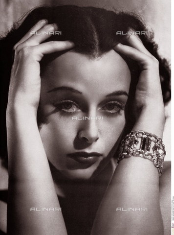 INT-F-111555-0000 - Portrait of the American actress Hedy Lamarr (Hedwig Eva Kiesler) - Daniel / Interfoto/Alinari Archives