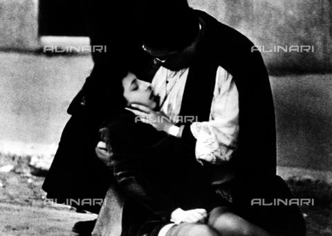 """INT-F-115532-0000 - Anna Magnani e Aldo Fabrizi in una scena del film """"Roma città aperta"""", regia di di Roberto Rossellini, Italia 1945 - Data dello scatto: 1945 - Archiv Friedrich / Interfoto/Archivi Alinari"""