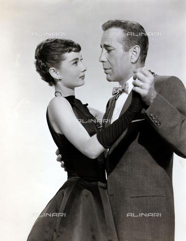 """INT-F-222960-0000 - Humphrey Bogart e Audrey Hepburn nel film """"Sabrina""""  di Billy Wilder, 1954 - Data dello scatto: 1954 - Interfoto/Archivi Alinari"""