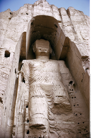 INT-F-281089-0000 - Buddha statue (UNESCO World Heritage Site, 2003), wood, limestone, straw, stucco, work by the Lokottaravadin school, 5th century, Bamiyan, Afghanistan; photograph taken before the destruction by the Taliban on March 21, 2001 - WELTBILD / Interfoto/Alinari Archives