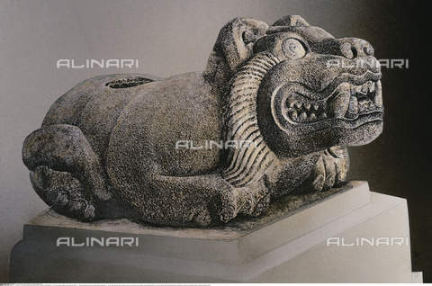 INT-F-637926-0000 - The sacred jaguar, Oelocuauhxicalli, stone, 15th century Aztec art, Museo Nacional de Antropologia, Mexico City - Bildarchiv Hansmann / Interfoto/Alinari Archives