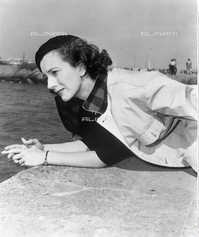 "INT-S-000110-5506 - The actress Valentina Cortese in a scene taken from the film ""The House on Telegraph Hill"" of 1951 - Data dello scatto: 1951 - Friedrich / Interfoto/Alinari Archives"