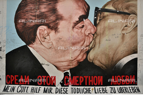 INT-S-000112-4336 - Kiss between Leonid Brezhnev and Erich Honecker, mural made by Dmitri Vladimirovich Wrubel on the remains of the Berlin Wall, East Side Gallery, Friedrichshain district - Fabian von Poser / Interfoto/Alinari Archives
