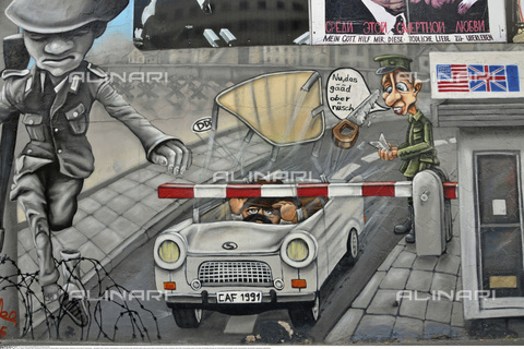 INT-S-000112-4337 - Mural made on the remains of the Berlin Wall, East Side Gallery, Friedrichshain - Fabian von Poser / Interfoto/Alinari Archives