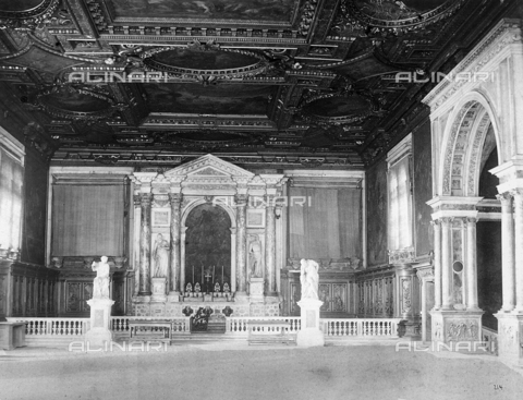 KRQ-F-000078-0000 - Interior of a large school in San Rocco in Venezia - Data dello scatto: 1870 ca. - Archivi Alinari, Firenze
