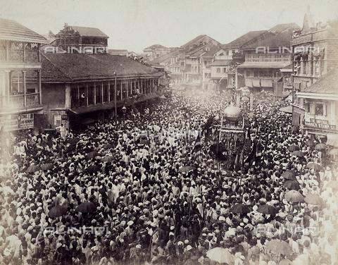 KRQ-F-000338-0000 - Processione durante la festa religiosa musulmana del Moharram o Capodanno Musulmano, Bombay, India - Data dello scatto: 1890 ca. - Archivi Alinari, Firenze