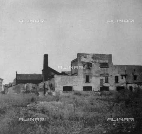 LAA-F-000084-0000 - Abandoned building on the outskirts of Milan - Data dello scatto: 1940 ca. - Archivi Alinari, Firenze