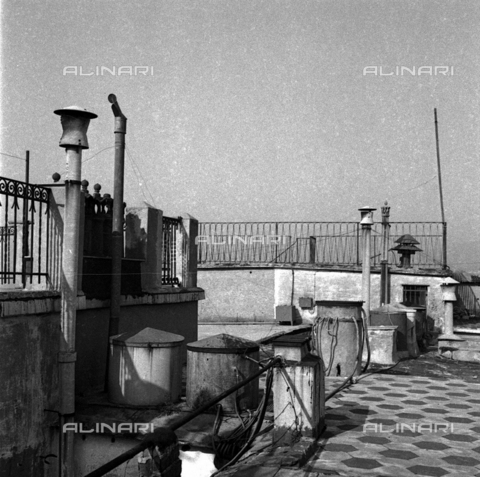 LAA-F-000247-0000 - A roof with small terraces and chimneys in Genoa - Data dello scatto: 1941 - Archivi Alinari, Firenze