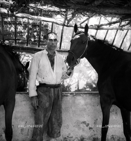 LAA-F-000288-0000 - Portrait of a prisoner with a horse, penal colony of Castiadas, Sardinia - Data dello scatto: 1942 -1950 ca. - Archivi Alinari, Firenze