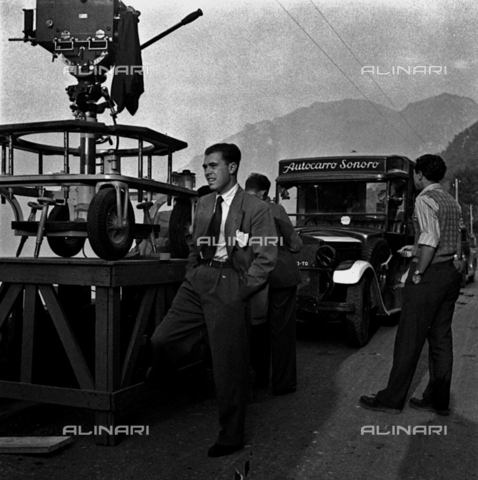 LAA-F-000293-0000 - The famous film producer Carlo Ponti shown on the set of the film 'Giacomo l'idealista' - Data dello scatto: 1942 - Archivi Alinari, Firenze