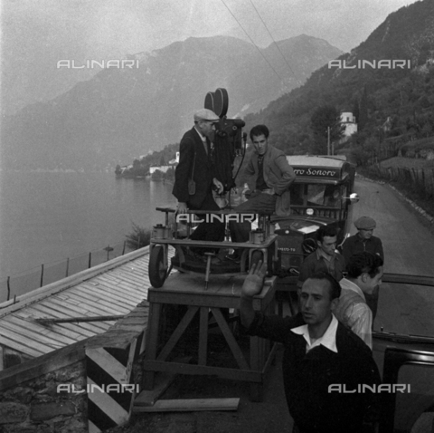 LAA-F-000305-0000 - Technicians and operators on the set of the film 'Giacomo l'idealista' - Data dello scatto: 1940 ca. - Archivi Alinari, Firenze