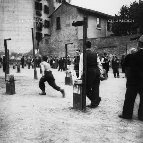 LAA-F-000310-0000 - Giocatori di bocce - Data dello scatto: 1945 ca. - Archivi Alinari, Firenze