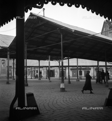 LAA-F-000365-0000 - Square of a market - Data dello scatto: 1939-1940 - Archivi Alinari, Firenze