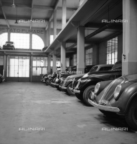 LAA-F-000371-0000 - Cars parked in a garage - Data dello scatto: 1940 ca. - Archivi Alinari, Firenze