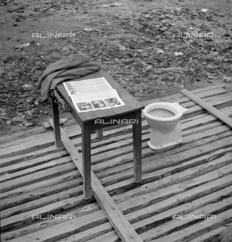 "LAA-F-000396-0000 - Table with the newspaper ""Pacific"" and a toilet - Data dello scatto: 1940 ca. - Archivi Alinari, Firenze"