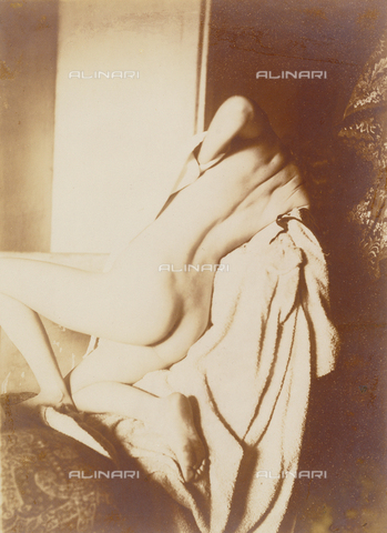 LCA-F-005270-0000 - A woman wipes her back after a bath; photograph by Edgar Degas (1834-1917) - Data dello scatto: 1896 - Copyright Artokoloro / Liszt Collection/Alinari Archives