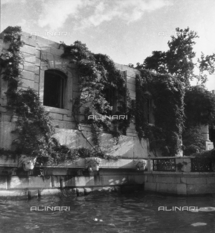 LFA-F-000025-0000 - Un dettaglio del Il Palazzo Venier dei Leoni (Peggy Guggenheim Collection) a Venezia - Data dello scatto: 1950 ca. - Raccolte Museali Fratelli Alinari (RMFA)-archivio Leiss, Firenze