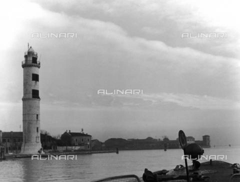 LFA-F-000027-0000 - Il faro di Murano, Venezia - Data dello scatto: 1950 ca. - Archivi Alinari, Firenze