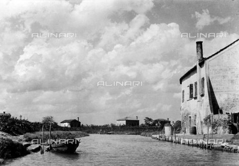 LFA-F-000033-0000 - Veduta animata del fiume Brenta, Venezia - Data dello scatto: 1950 ca. - Archivi Alinari, Firenze
