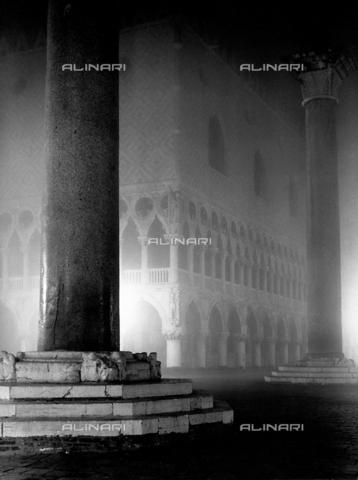 LFA-F-000048-0000 - St. Mark's column, Piazzetta San Marco, Venice
