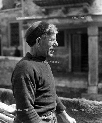 """LFA-F-000060-0000 - """"Pescatore"""" ritratto maschile, Venezia - Data dello scatto: 1950 ca. - Archivi Alinari, Firenze"""